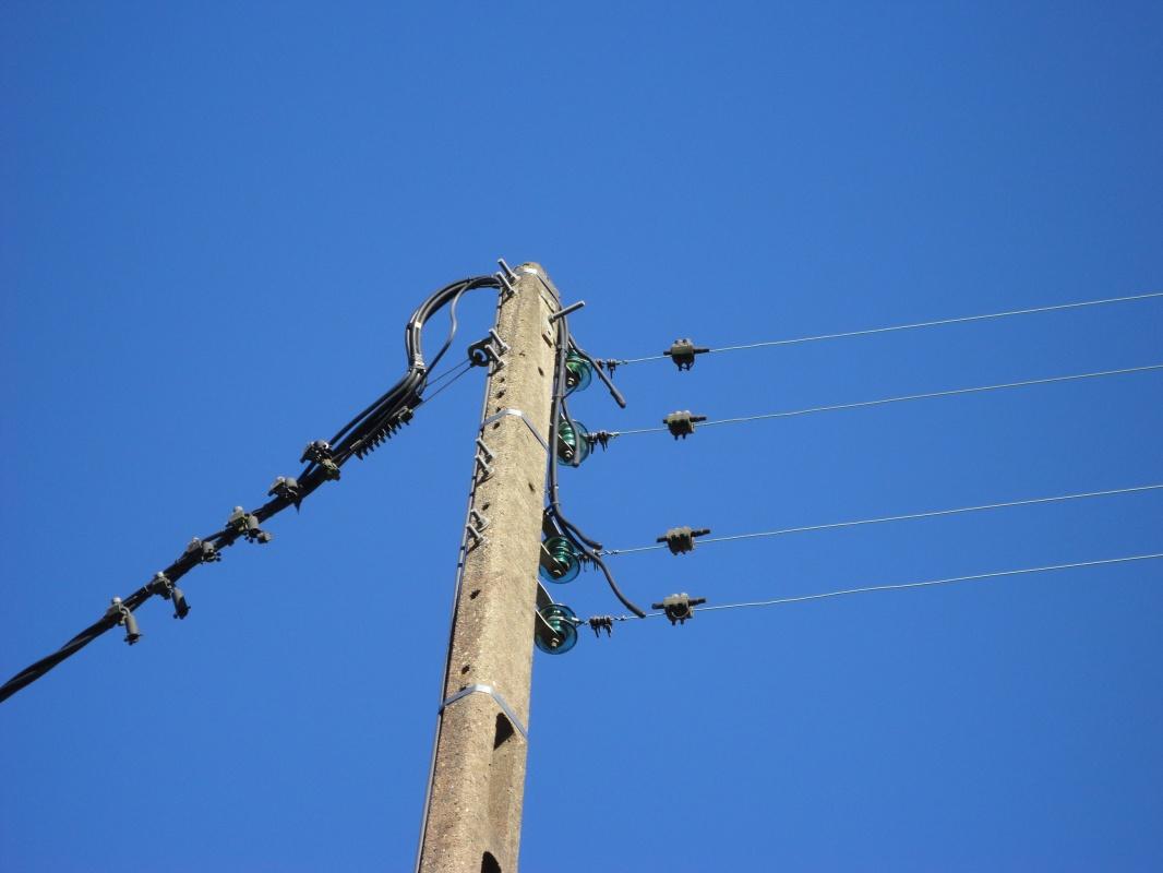 Photo 2 - Fils nus à droite, câble torsadé à gauche